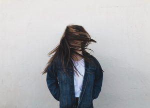 metody przedłużania włosów, metoda kanapkowa, włosy na taśmie, clip in, włosy na żyłce