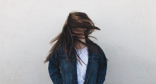 Metody zagęszczania włosów w domu i salonie fryzjerskim