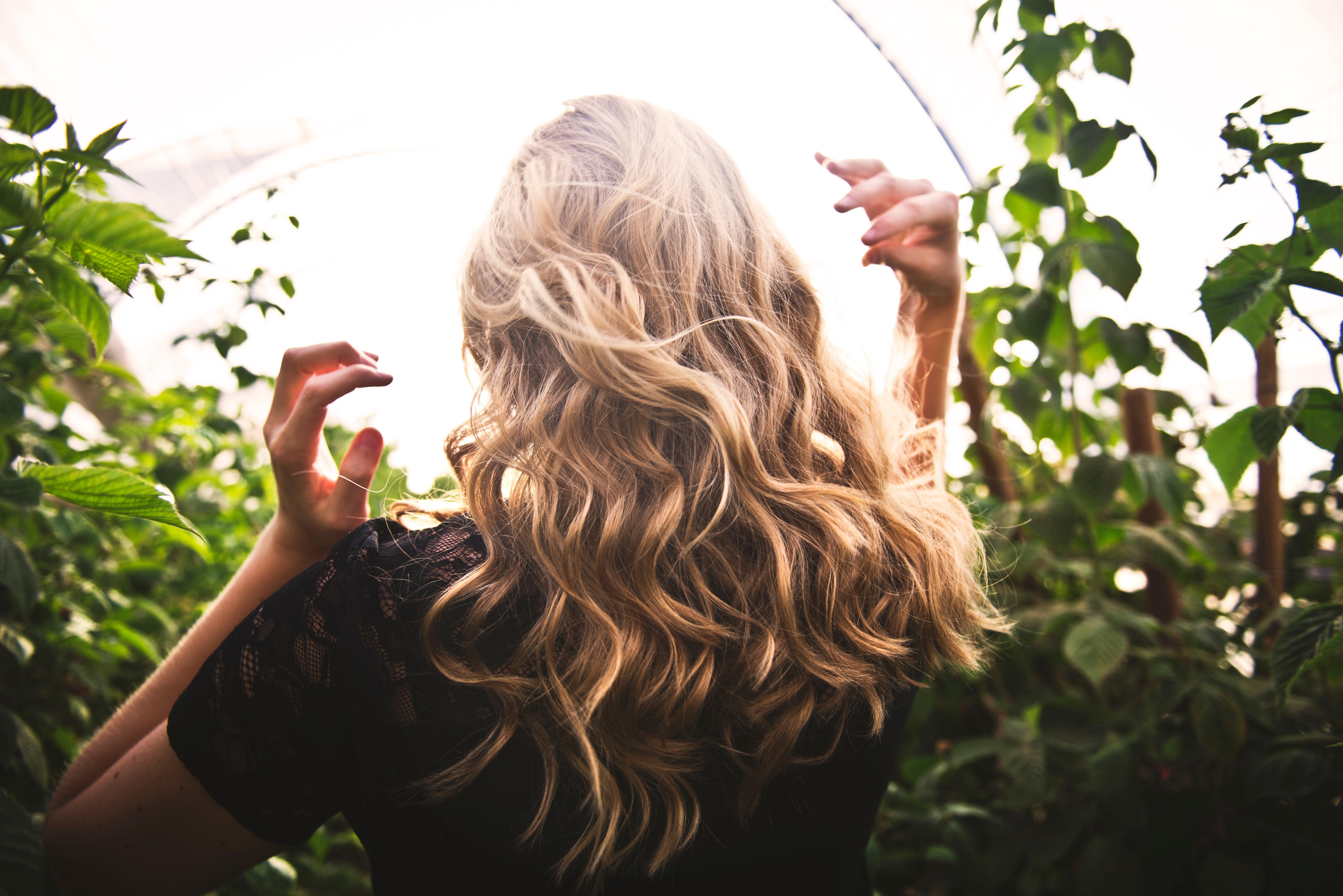 Przedłużanie włosów – metoda kanapkowa