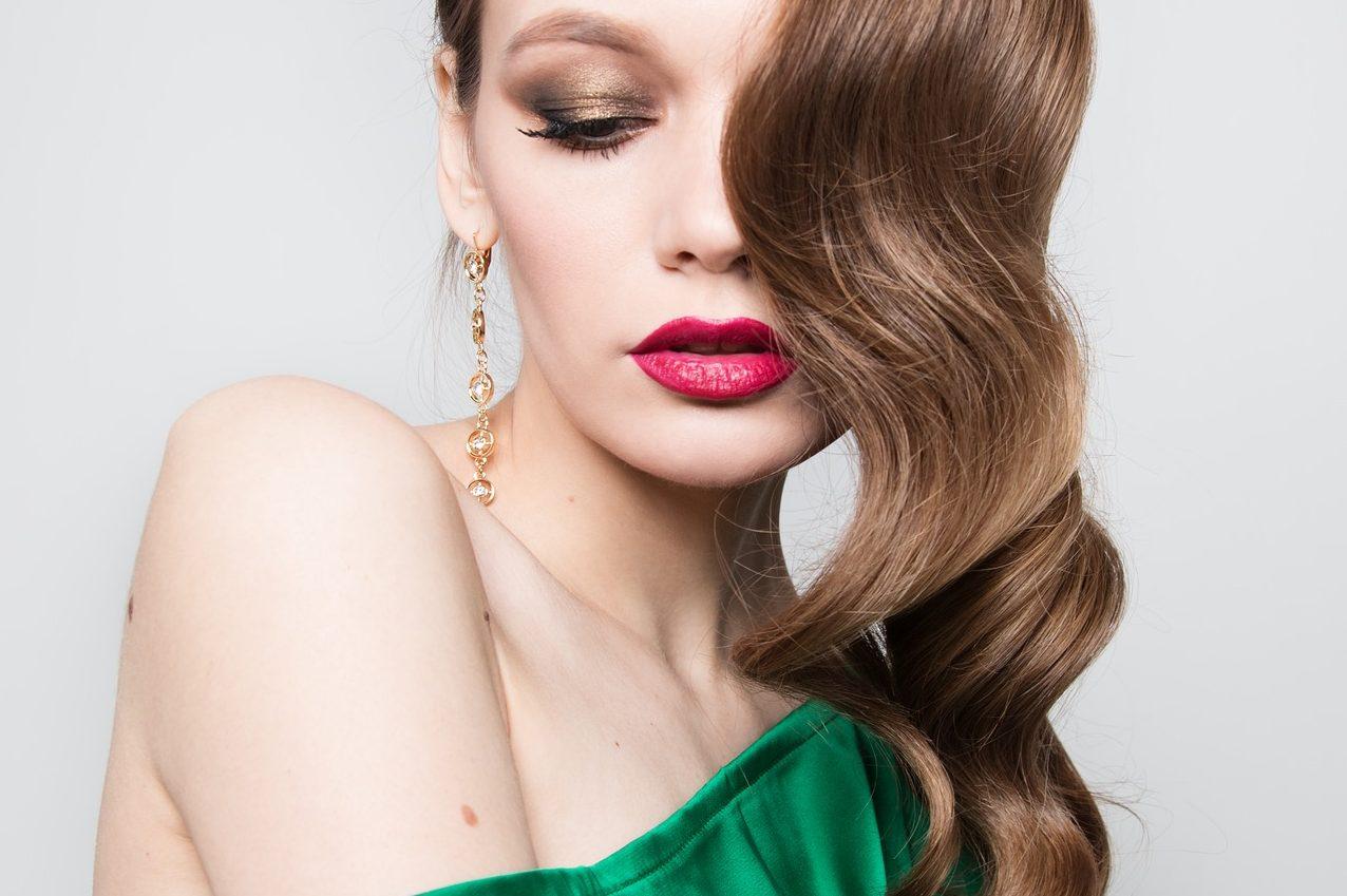 Poznaj modne fryzury sylwestrowe
